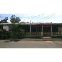 Casa Con Dos (2) Apartamentos