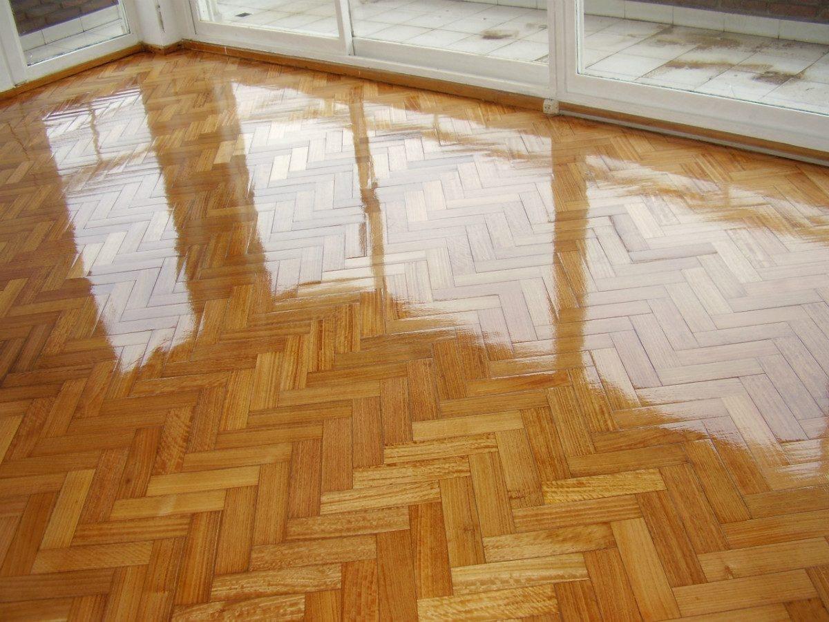 pisos laminados y madera pulida de pisos e instalaciones